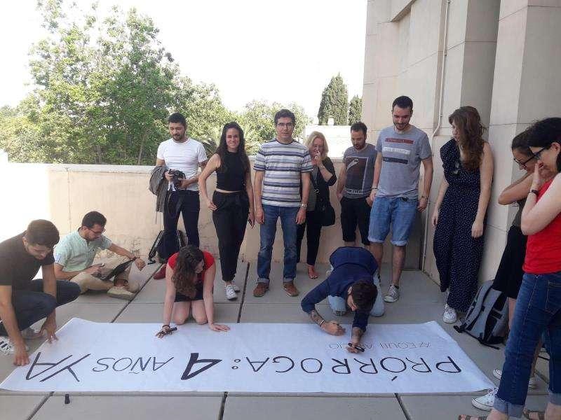 El grupo de investigadores en una imagen facilitada por Intersindical. EFE