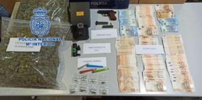 Imagen facilitada por la Policía Nacional de la operación llevada a cabo en Alicante. EFE