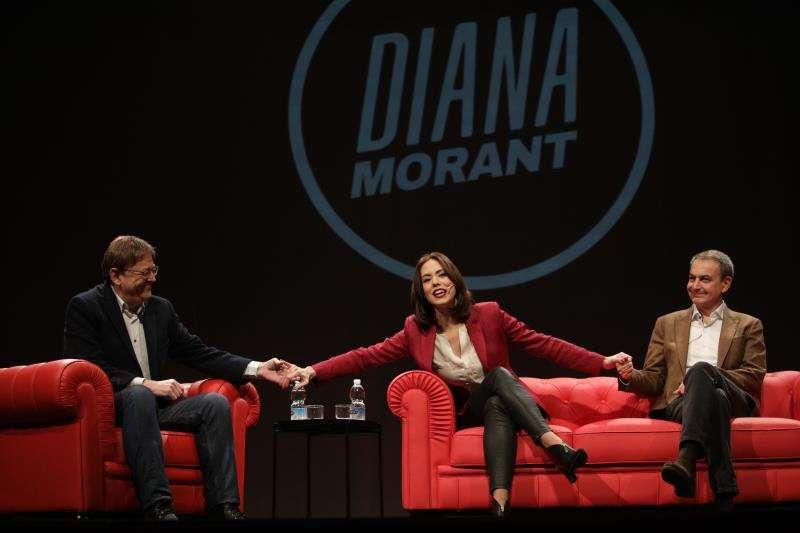 El expresidente del Gobierno Rodríguez Zapatero y el secretario general del PSPV, Ximo Puig, con Diana Morant .EFE