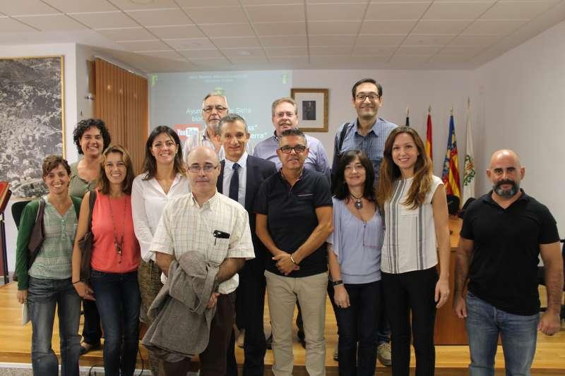 El alcalde de Serra con los implicados en el proyecto de la Biomasa.//EPDA