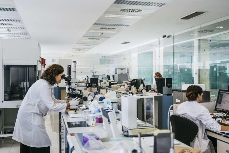 Laboratorio de microbiología de AINIA. EPDA