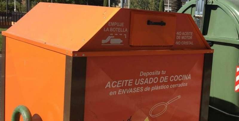 Contenedores de aceite en Massanassa. EPDA