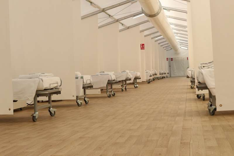 Camas en un hospital de campaña