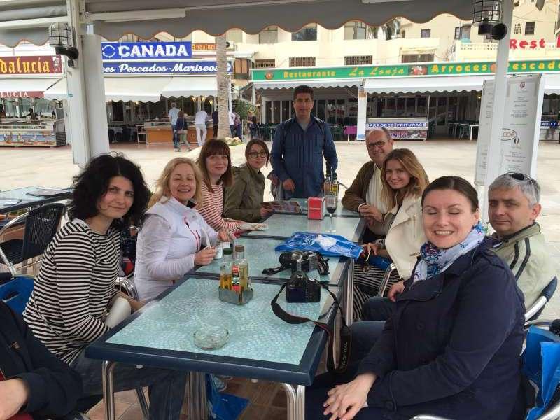Alguno de los periodistas durante su visita a la localidad alicantina.//EPDA
