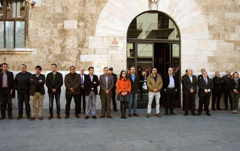Minuto de silencio frente al Palau de la Generalitat.