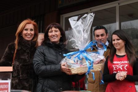 La alcaldesa de Aldaia durante la primera feria comercial conjunta entre AVEMA y ACODA.