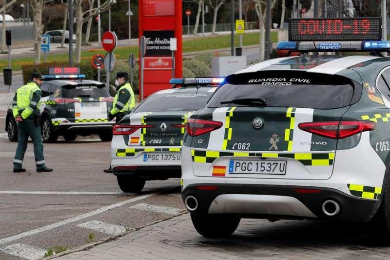 Unos vehículos de la Guardia Civil. EFE/Archivo