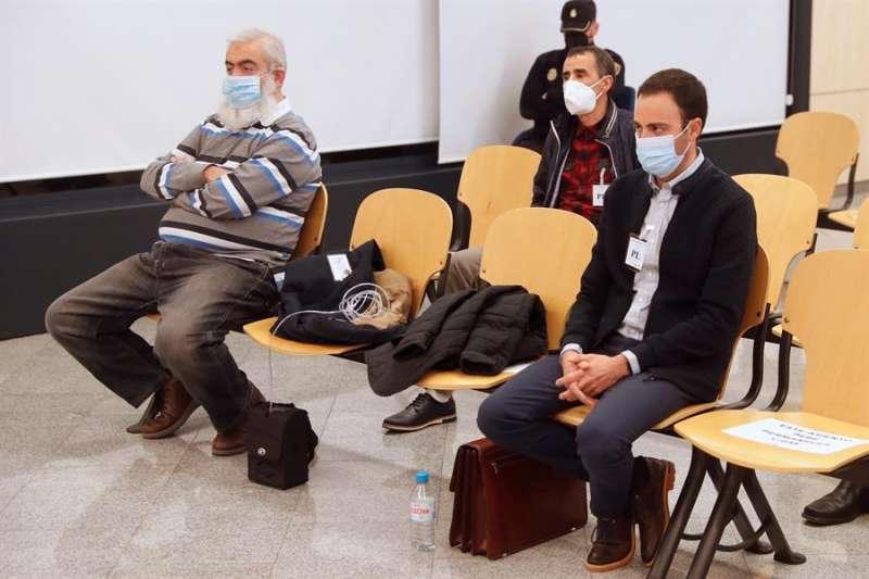 La Audiencia Nacional juzga a siete acusados de integrar una red que entre 2013 y 2015 envió desde España a Siria e Irak dinero, armas y explosivos. EFE