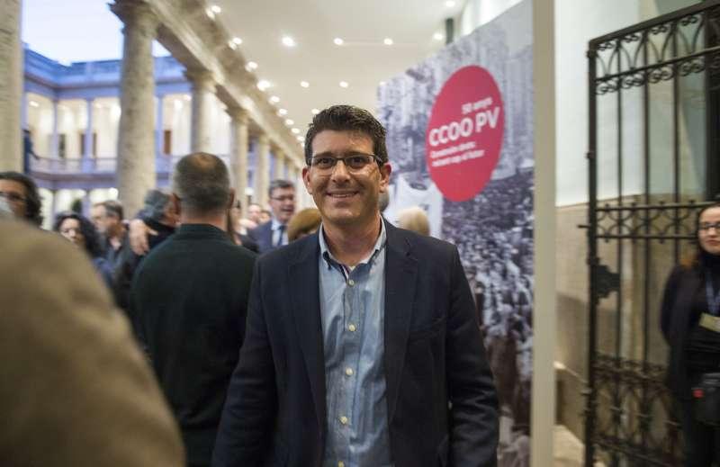 El presidente de la Diputación durante su visita a la exposición