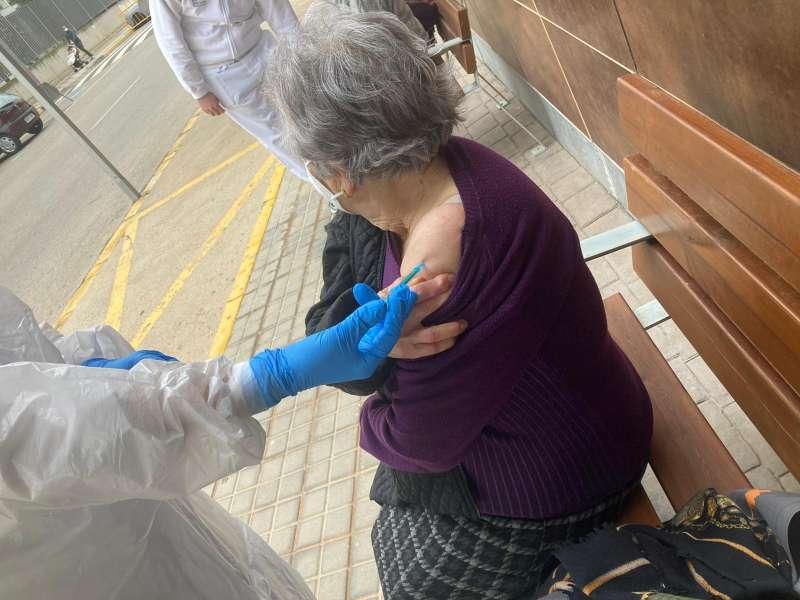 Mujer vacunada en Alcàsser. EPDA