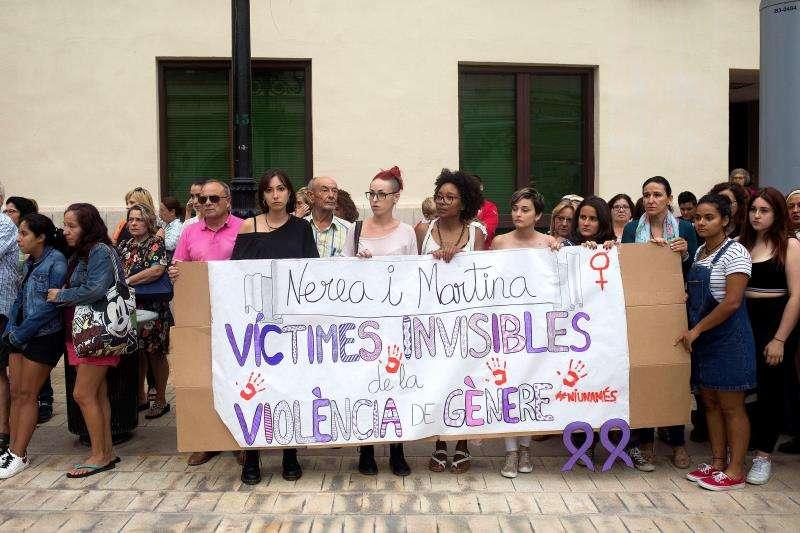 Concentración en la Plaza Mayor de Castellón en repulsa por el presunto asesinato de Nerea (6 años) y Martina (4años) a manos de su padre que posteriormente se arrojó al vacío en el domicilio familiar. EFE/ Archivo
