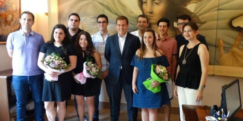 La Corporació de Xàtiva amb la reina de la Fira. EPDA