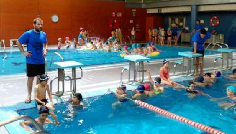 El campus multideporte petxina se prolonga hasta del 9 de for Piscina municipal manises