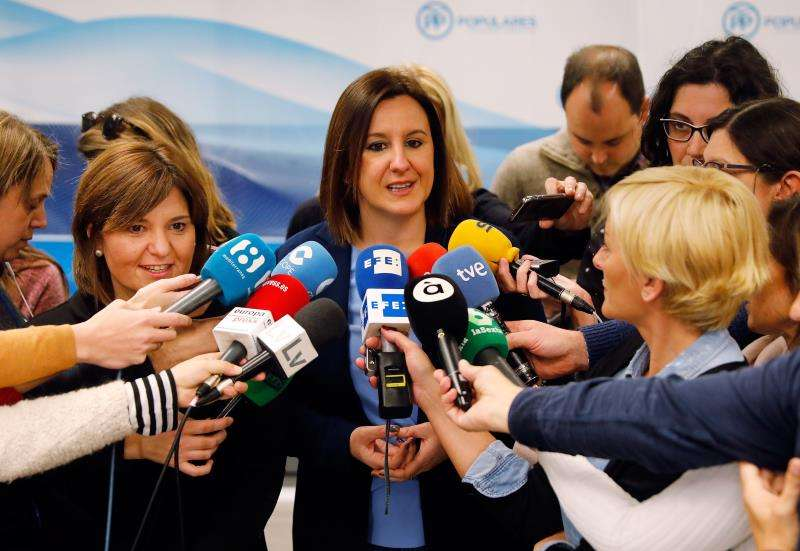 La candidata del PP a la Alcaldía de València, María José Català, junto a la presidenta regional del partido y candidata a la presidencia de la Generalitat, Isabel Bonig. EFE