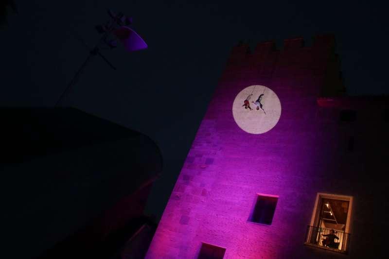 Espectacle en la façana del castell