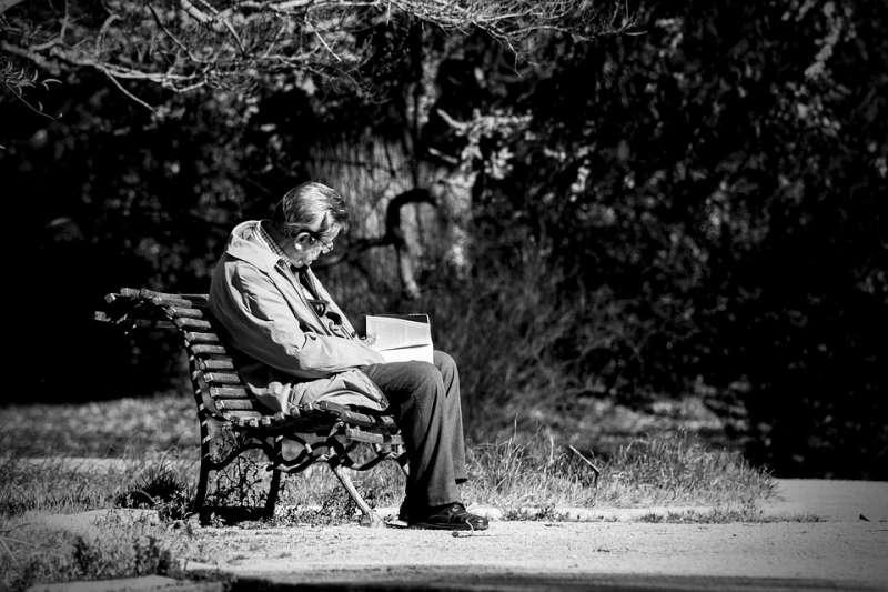 Los mayores que viven solos tienen más riesgo de sufrir demencia