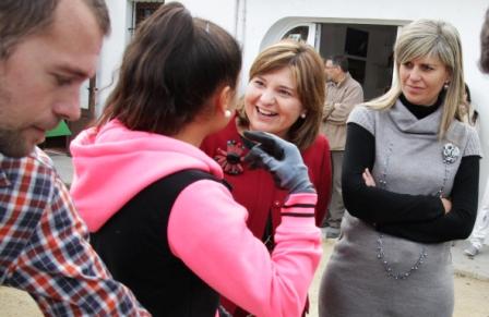 Isabel Bonig y Sánchez Zaplana durante la visita. FOTO: GVA