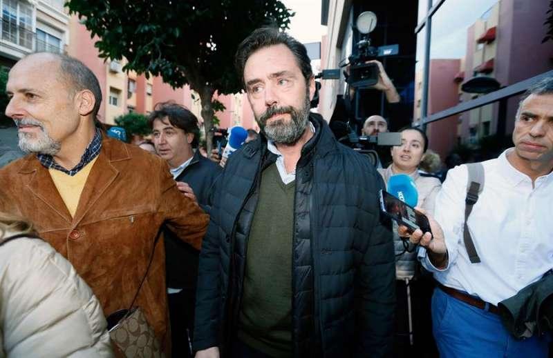 Miguel López sale en su momento de la sala tras considerarle el jurado