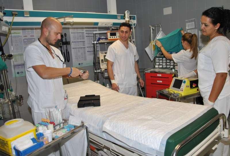 Imagen recurso de enfermeros y médicos. -EPDA