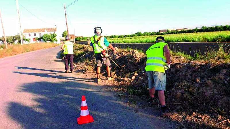 Peons agrícoles treballant en Foios