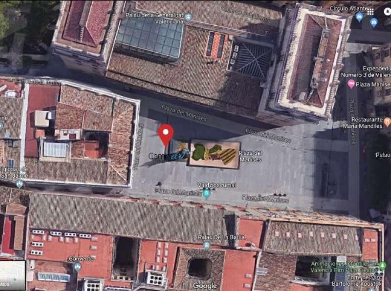 Lugar de salida de todas las rutas: plaza de Manises (junto a la columna con la estatua de Francisco Pizarro). epda