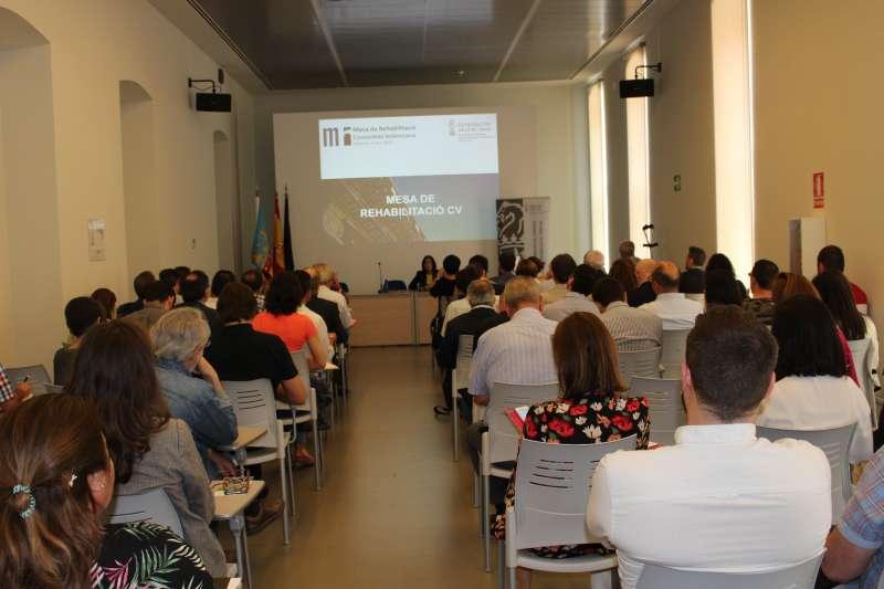 Reunión sobre el plan de mejora de edificación y reurbanización de espacios comunes de la Conselleria de Vivienda.