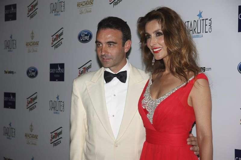 El torero Enrique Ponce y Paloma Cuevas durante una gala benéfica. EFE