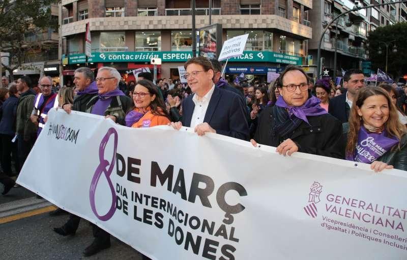 Ximo Puig en la manifestación del Día de la Mujer. EPDA