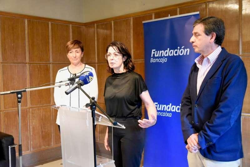 La alcaldesa MªCarmen Climent con Lola Calzada y el presidente de la Fundación Bancaja Segorbe, Vicente Hervás, en la inauguración