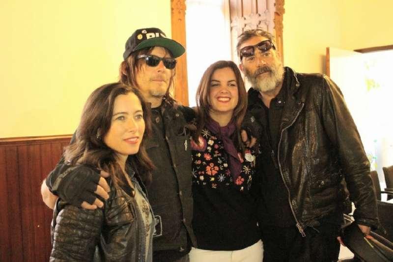 Sandra Gómez con los actores de The Walking Dead. EPDA