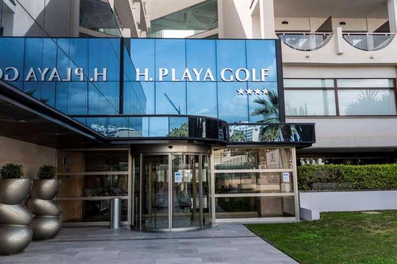 Uno de los miles de hoteles que ha cerrado sus puertas debido al coronavirus. EFE/CATI CLADERA/Archivo