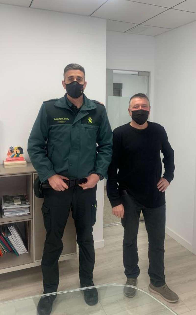 El nuevo sargento con el alcalde