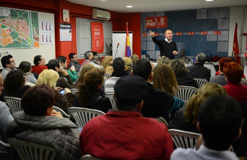 Toni Gaspar en un acto reciente con militantes en Xirivella (l