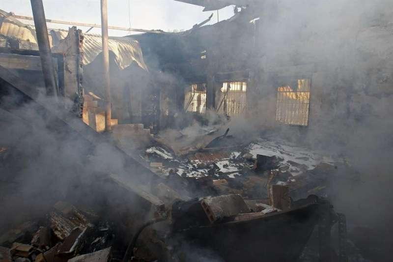 Imagen de archivo de un incendio en un chalet de Mutxamel. EFE