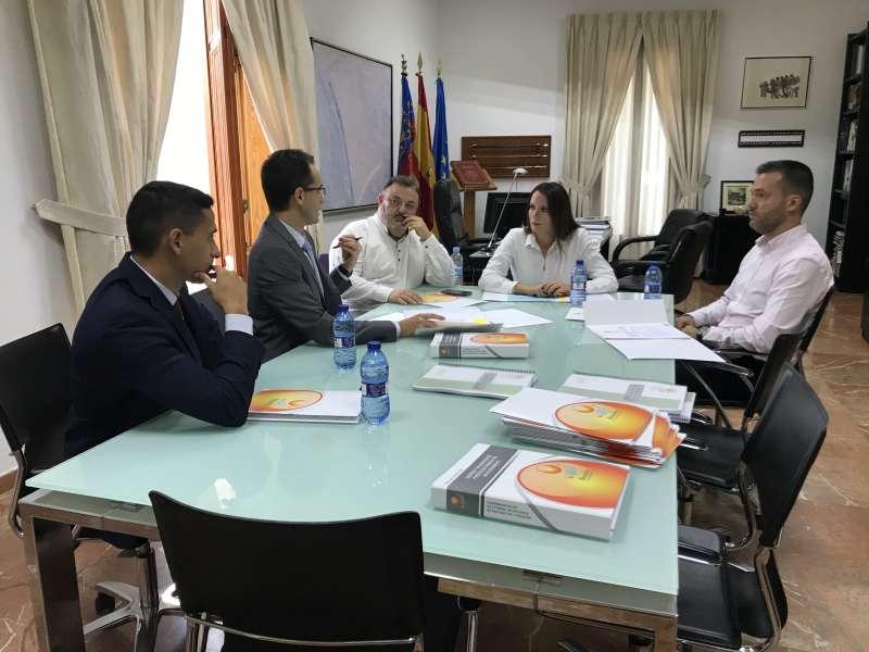 Reunión en el despacho de Alcaldía de Moncada. EPDA