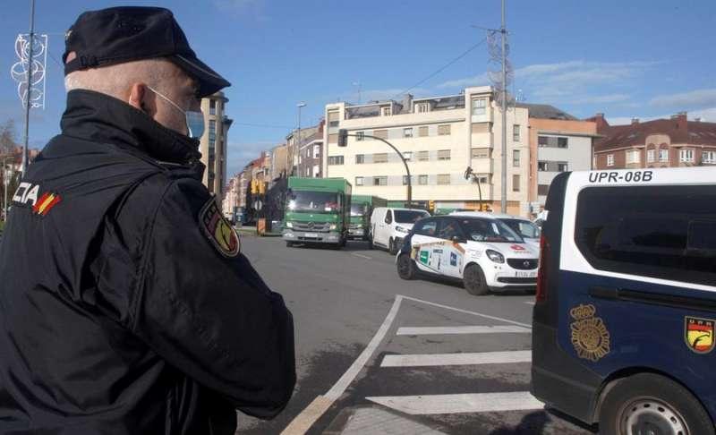 Policías nacionales durante una operación. EFE/Archivo