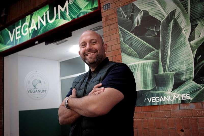 Raúl Artigado, restaurador y creador de Veganum. EFE