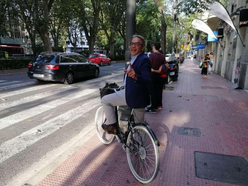Manolo Mata en bicicleta. EPDA