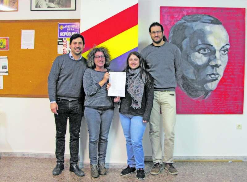 Guillermo Sampedro con compañeros de la lista. EPDA