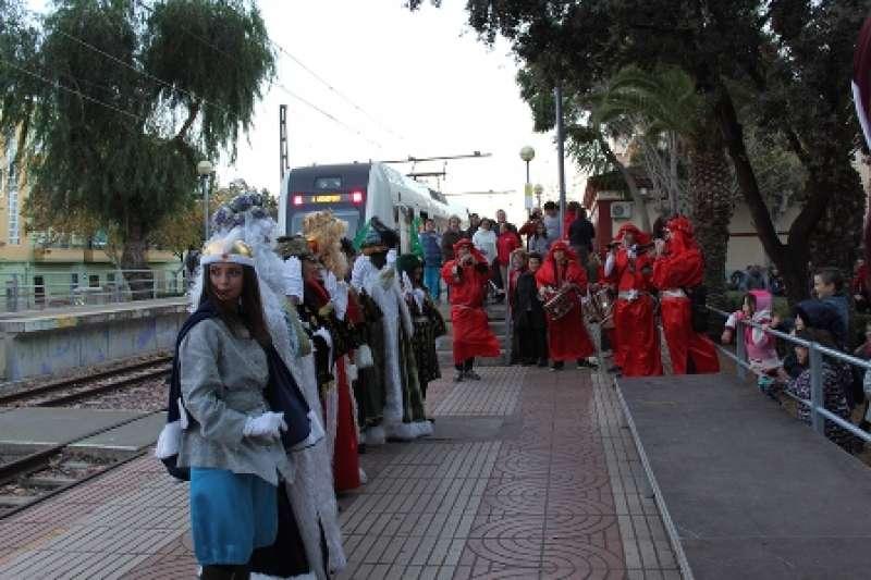 Llegada de los Reyes a la estación de Rafelbunyol. EPDA