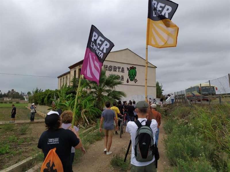 Los activistas en el Forn de la Barraca , en una imagen difundida por Per l