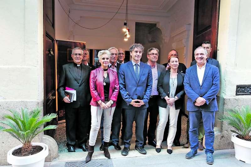 Asistentes al acto de inauguración del museo dedicado al Santo Grial. / epda