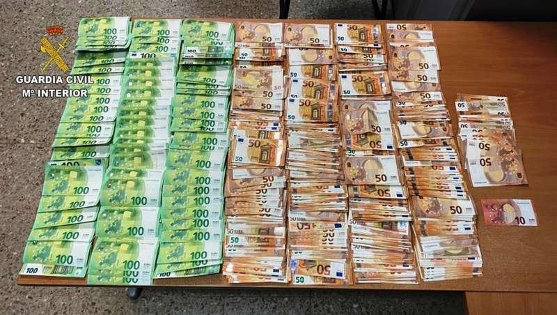 Dinero intervenido en la operación, en una imagen de la Guardia Civil.