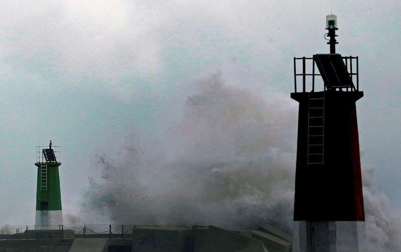 La borrasca Gloria podría dejar olas de 9 metros en el litoral valenciano. EFE