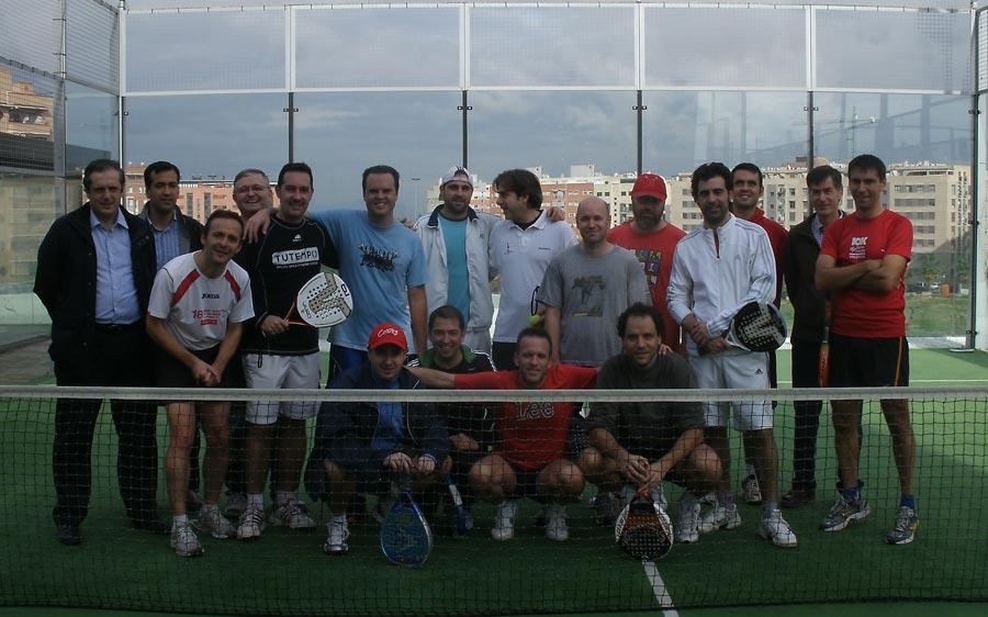 Algunos de los participantes en el primer torneo de pádel organizado por la Asociación Profesional de Periodistas Valencianos y Fundación Coso. FOTO EPDA