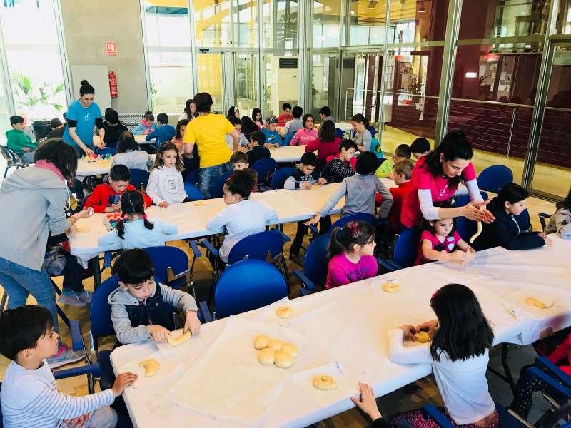 Más de 80 niños están disfrutando de los talleres de Pascua del Ayuntamiento