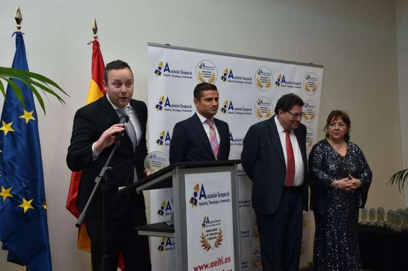 Pedro Albares, durante su intervención en la gala al recibir el premio. / EPDA.