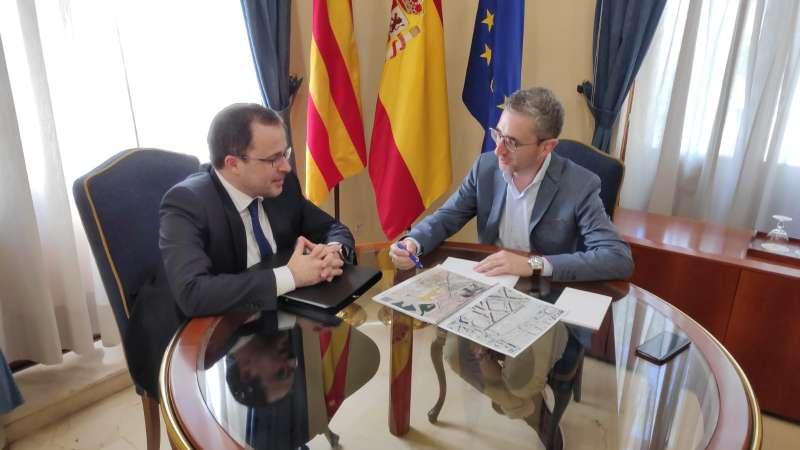 Arcadi España se reúne en Alicante. EPDA