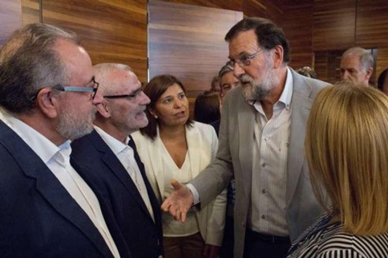 Rajoy conversa con Chavarría. EPDA