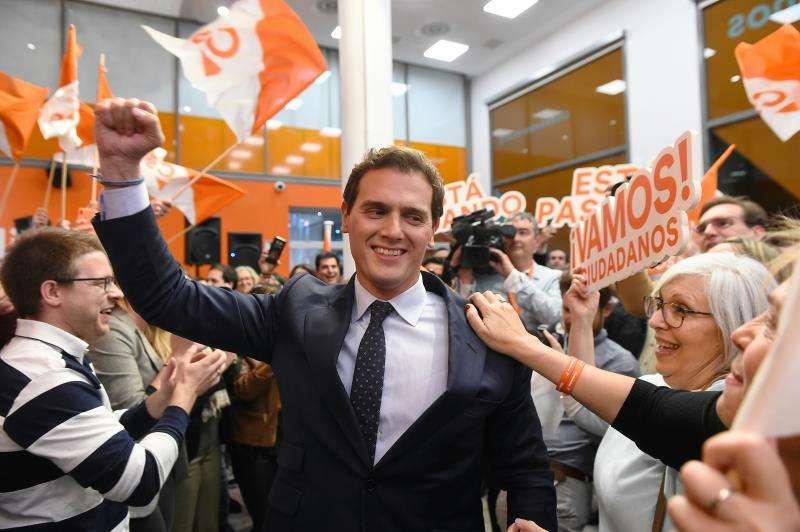 El candidato de Ciudadanos a la presidencia del Gobierno, Albert Rivera, a su llegada a la sede de su partido tras el debate. EFE